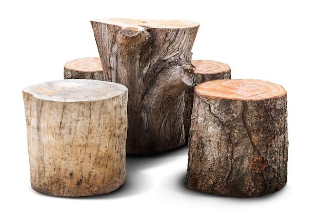 Natürlicher stuhl und tisch für gartenmöbel verrückt vom holzklotz lokalisiert auf weiß