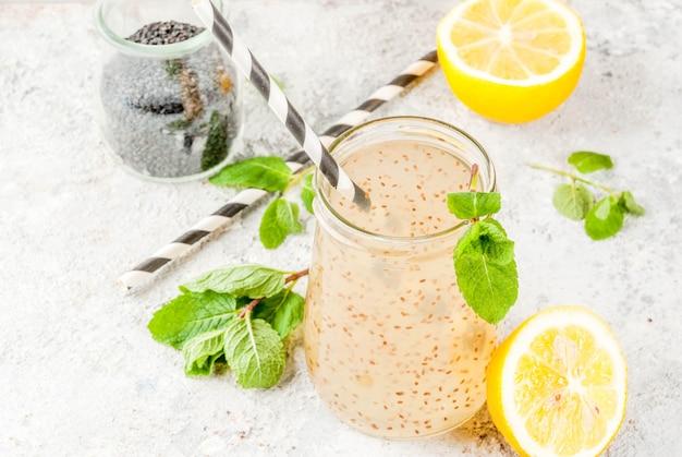 Natürliches energiegetränk, chia fresca, aufgegossenes wasser oder limonade
