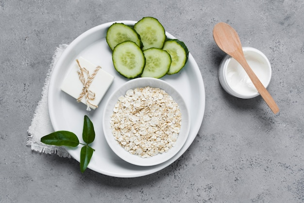 Natürliches frühstück für einen gesunden und entspannten geist