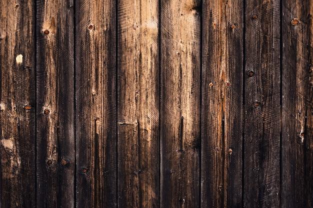 Natürliches muster des dunklen holzes, alter schwarzer plankenhintergrund. gestaltungsraum. abstrakter hölzerner hintergrund, beschaffenheit. innenelement. raue schmutzbretter, dekorative holzwand.