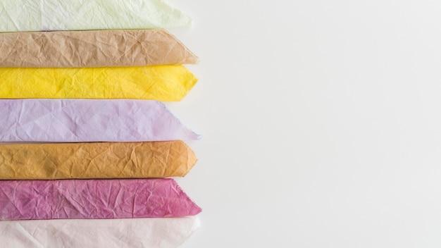 Natürliches pigmentiertes stoffsortiment mit kopierraum