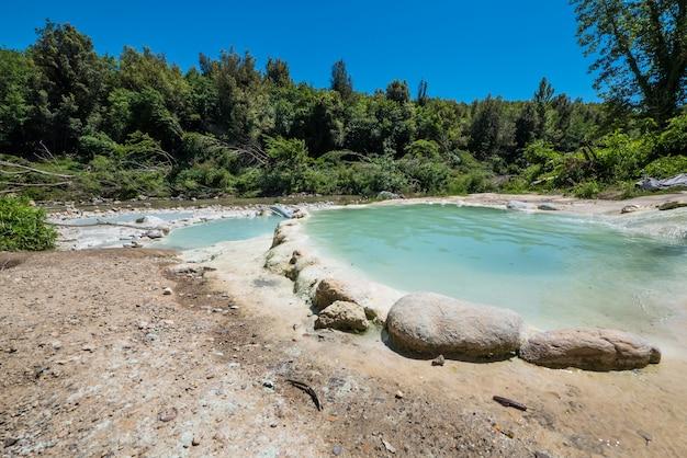 Natürliches thermalbad in bagni di petriolo