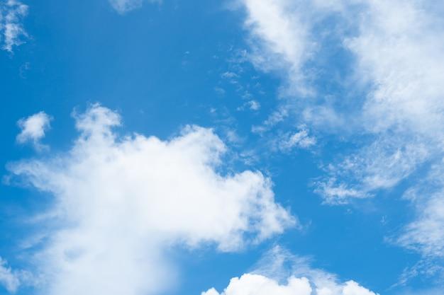 Natur. schöner himmel mit wolke.