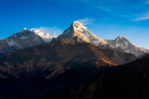 Naturansicht des himalajagebirges am poon-hügelstandpunkt, nepal.