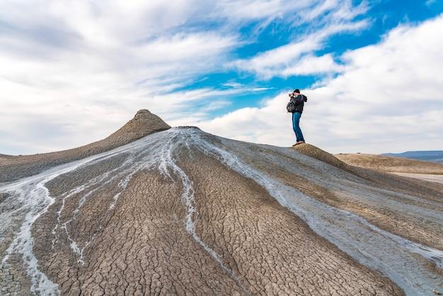 Naturfotograf fängt schlammvulkan ein