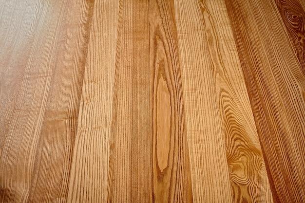 Naturholzfurnierte platte mit hellbrauner textur