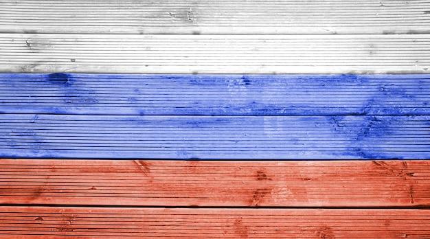 Naturholzplanken textur hintergrund mit den farben der flagge russlands