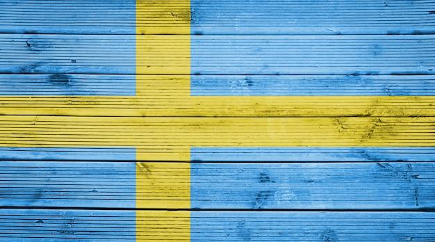 Naturholzplanken textur hintergrund mit den farben der flagge schwedens