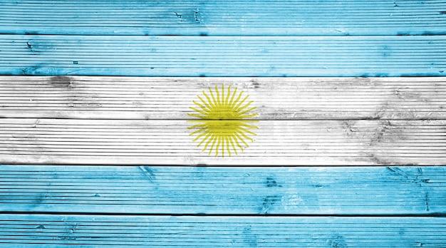 Naturholzplanken textur hintergrund mit den farben der flagge von argentinien