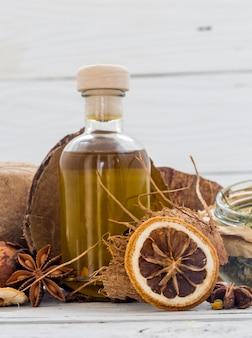 Naturkosmetik, umweltfreundliches produkt, aromatische creme und öl