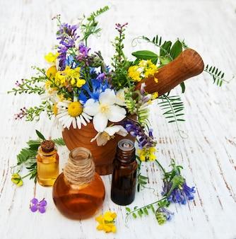 Naturöl mit wildblumen