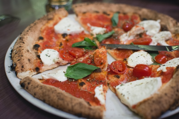 Neapolitanische pizza margherita
