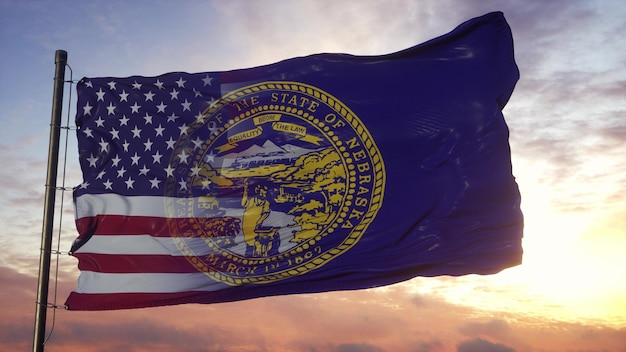 Nebraska und usa flagge am fahnenmast. usa und nebraska gemischte flagge, die im wind weht
