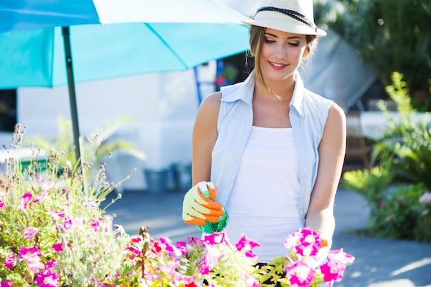 Nehmen freizeit garten weiblichen sommer