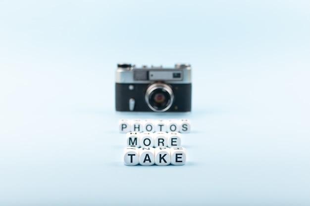 Nehmen sie mehr fototext aus weißen würfeln auf