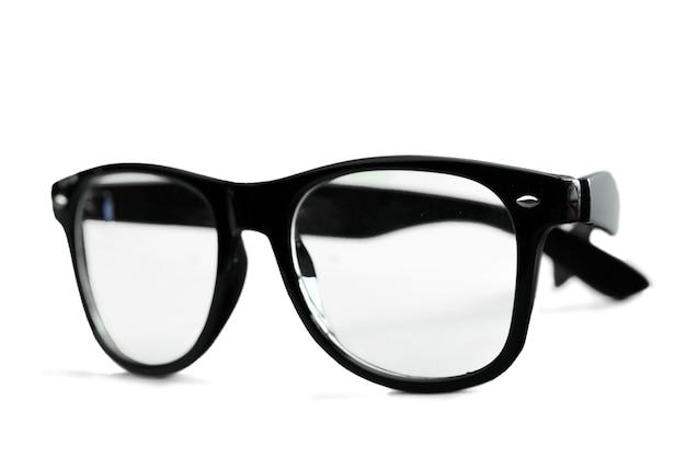 Nerd-brille auf isoliertem weißem hintergrund, perfekte reflexion