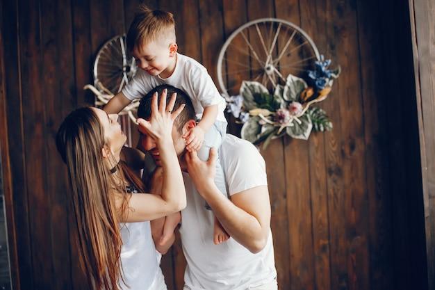 Nette familie zu hause