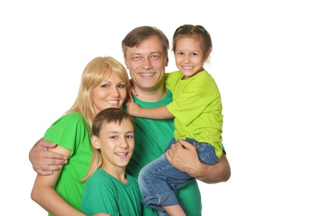 Nette glückliche familie auf weiß