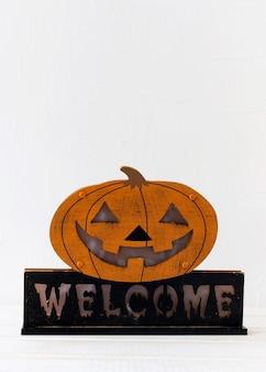 Nette halloween-dekoration mit dem schreiben