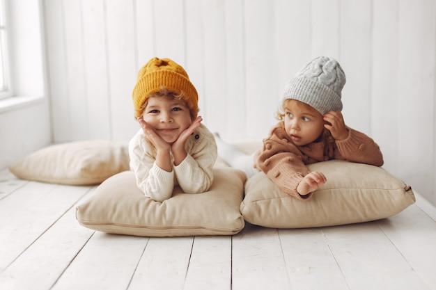 Nette kinder, die spaß haben