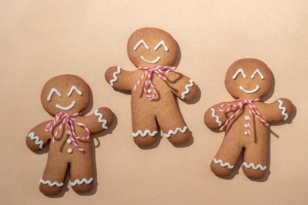 Netter lebkuchenmann für weihnachtskarte