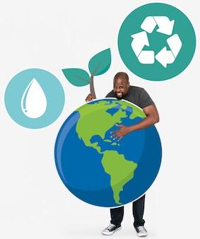 Netter mann mit symbolen eines umweltschutzes