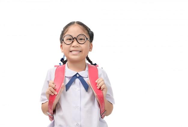 Nettes asiatisches studentenlächeln und tragen schultasche