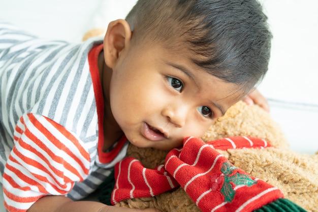 Nettes kleines asiatisches baby