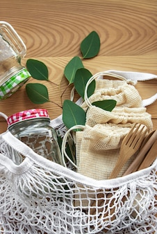 Netztasche, baumwolltaschen und gläser