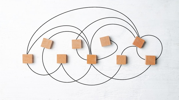 Netzwerkverbindungskonzept, holzklötze auf weißem holz.