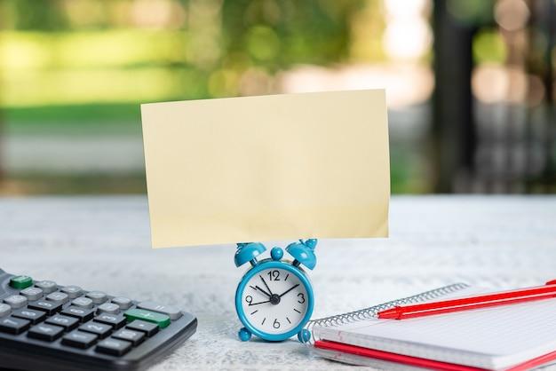 Neue e-mail-nachricht verfassen internetinformationen recherchieren neue ideen eingeben hausaufgaben suchen