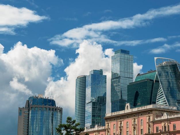 Neue hochhäuser. zentraler bereich von moskau. blick auf das moscow international business center