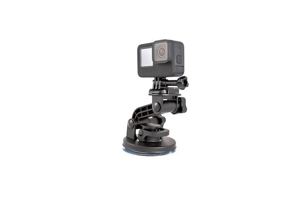 Neue k-action-kamera auf einer saughalterung in schwarzer farbe isoliert auf weißem hintergrund