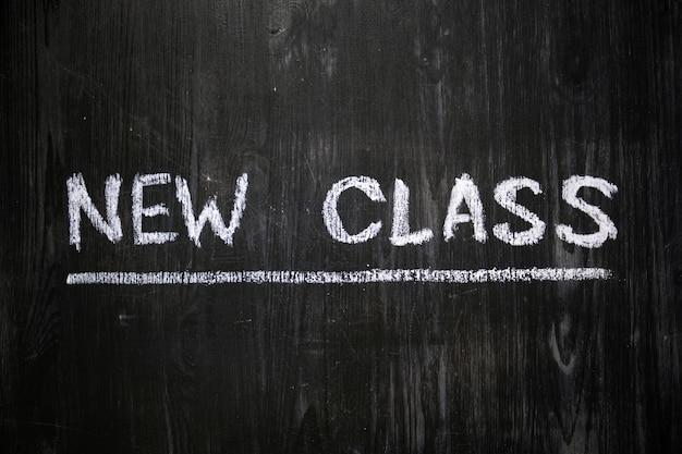 Neue klassenphrase handgeschrieben auf tafel