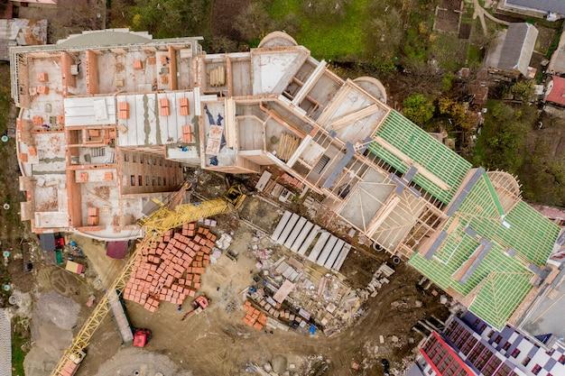 Neue mehrstöckige wohnhäuser in der stadt, draufsicht