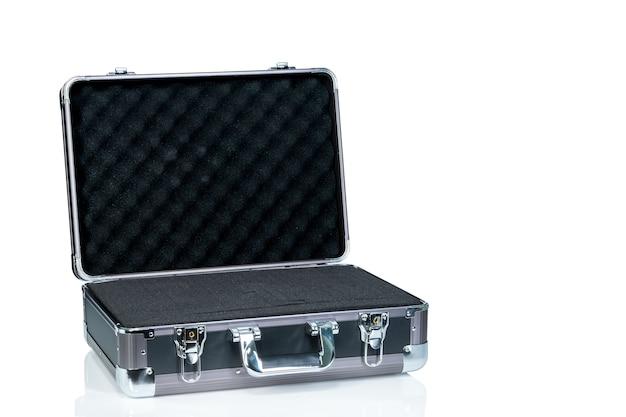 Neue toolbox auf weiß isoliert geöffnet