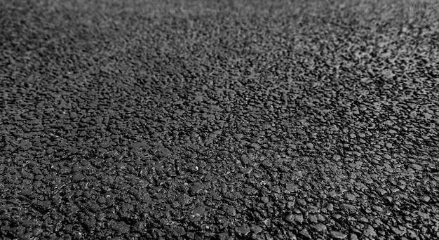 Neuer asphalt, körniger straßenbelag. weicher fokus