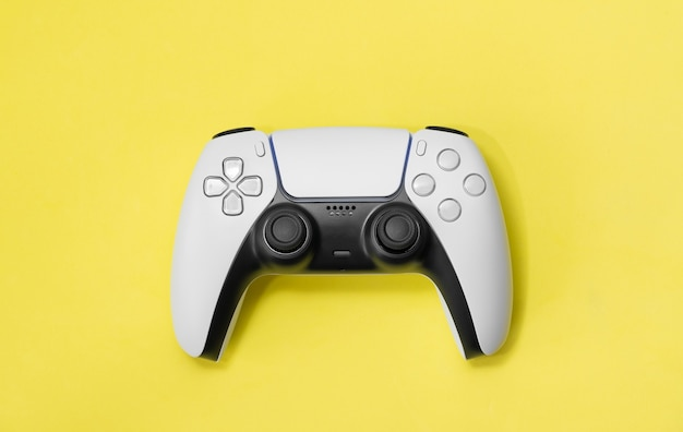 Neuer next gen game controller isoliert