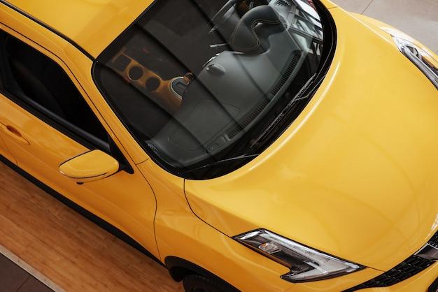 Neues auto im salon