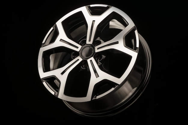 Neues glänzendes leichtmetallrad mit silberner front