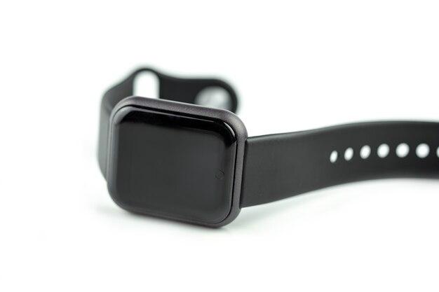 Neues intelligentes fitnessarmband mit leerem schwarzem bildschirm