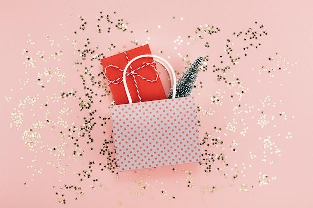 Neues jahr weihnachtsgeschenk in einer tasche