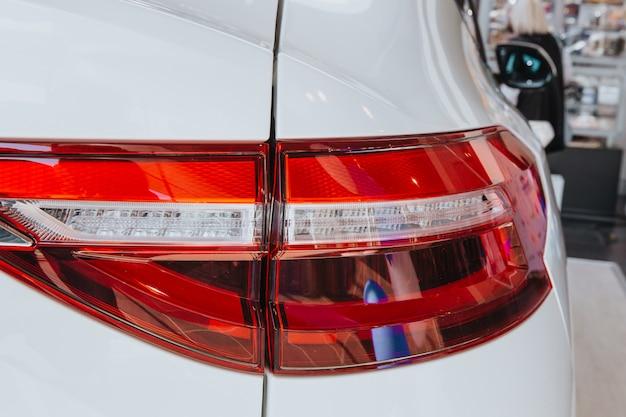Neues led-rücklicht. die rücklichter des autos.