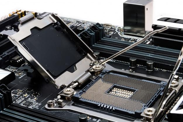 Neues leistungsstarkes motherboard mit fokus auf den sockel