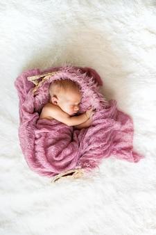 Neugeborenes baby schönes baby. selektiver fokus. menschen.