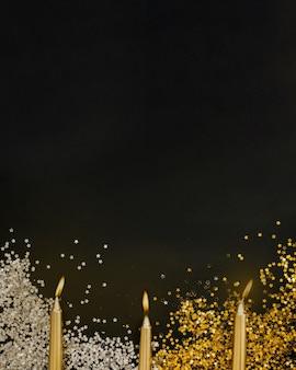 Neujahr hintergrund mit kerzen