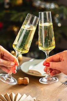 Neujahrsfeier mit champagner