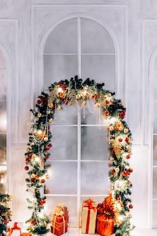 Neujahrsfeiertag oder -feier, die stimmung, stilvolles minimalistisches weihnachtsinterieur