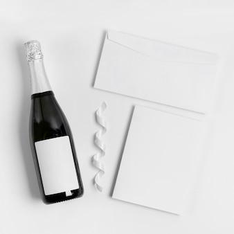 Neujahrsmodell mit flasche