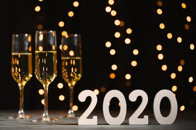 Neujahrsparty mit champagner
